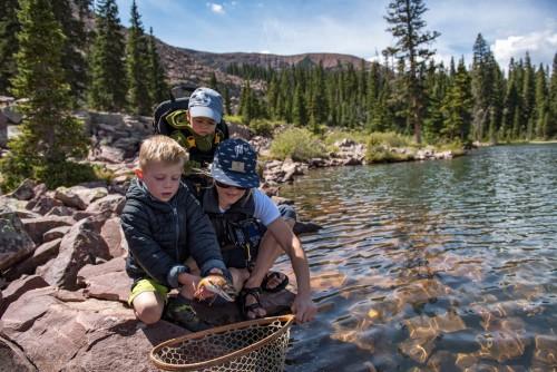 kids-fish-handling